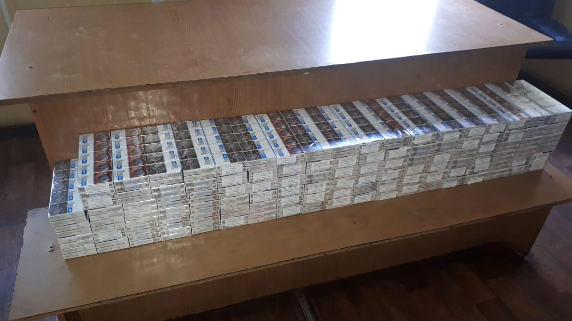 На Волині митники в автомобілях виявили майже 3,5 тисяч пачок прихованих цигарок