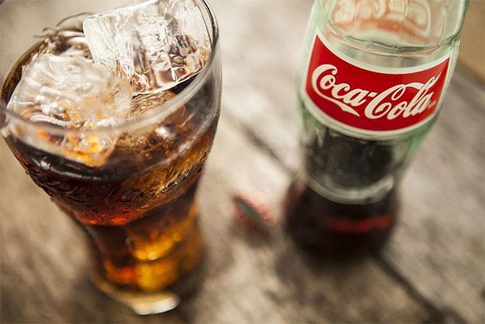 Волинські лікарі розповіли, що в склад відомого напою входять цукрозамінники, які створюють відчуття спраги
