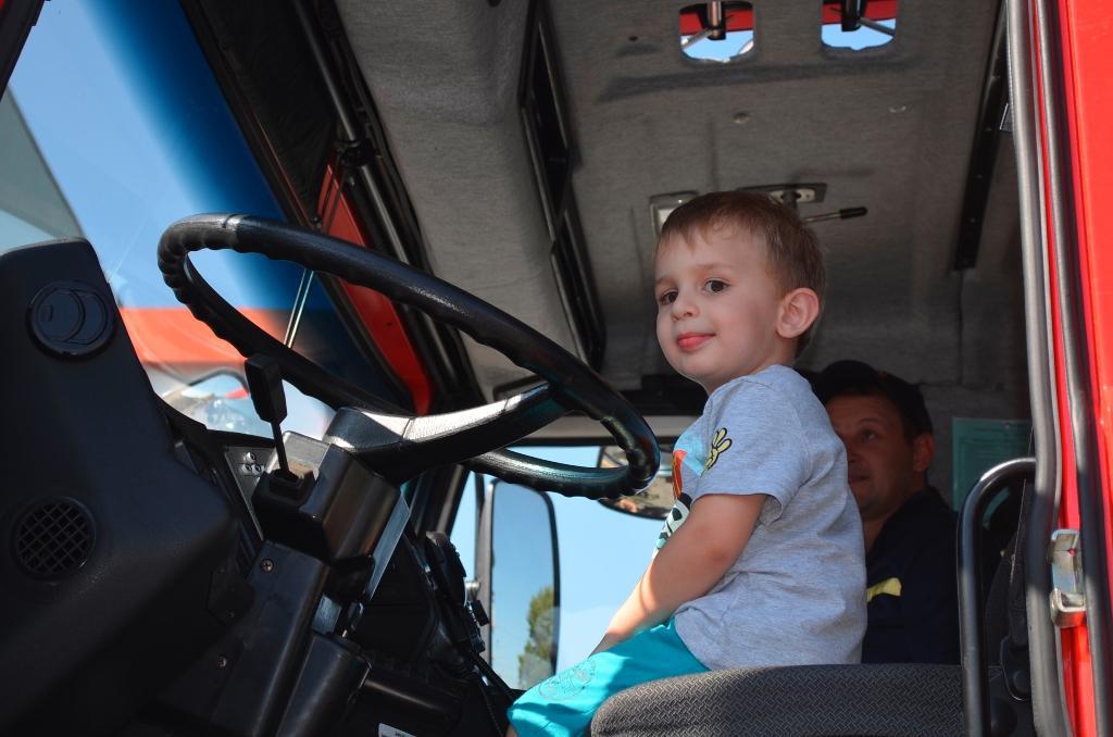 У Луцьку дітей ознайомили з особливостями професії рятувальника. ФОТО