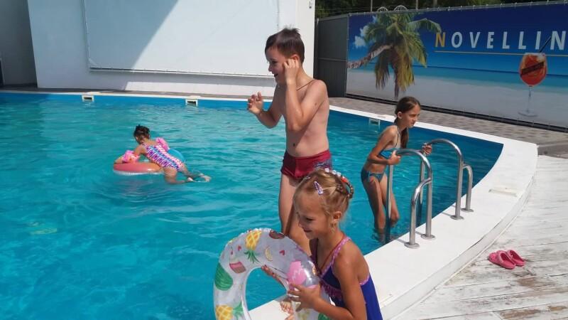 У Луцьку діти, які потребують особливої соціальної підтримки відпочивали в басейні. ФОТО