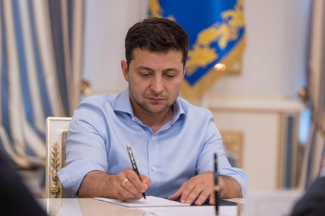 Зеленський підписав закон про скасування недоторканності депутатів