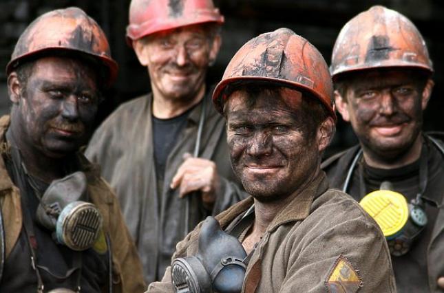 На Волині гірник уже добу сидить у шахті та вимагає зарплату. ВІДЕО
