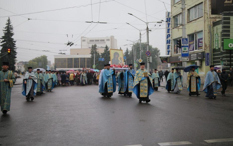 У Луцьку відбулося паломництво до унікальної реліквії. ФОТО