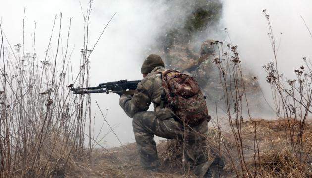 На Донбасі внаслідок обстрілів поранені двоє бійців