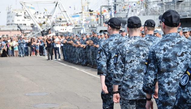 Звільнені з російського полону моряки повернулися до Одеси. ВІДЕО