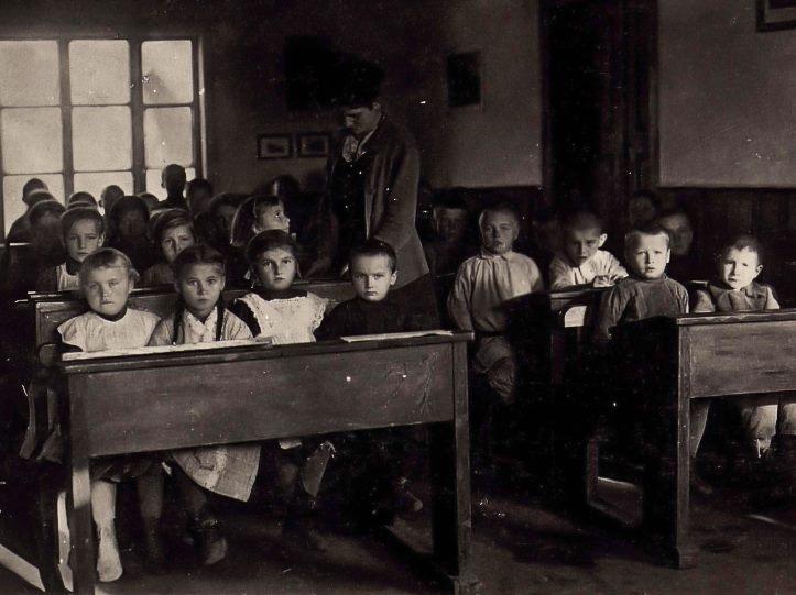 Волинянам показали, як виглядали першокласники більше 100 років тому