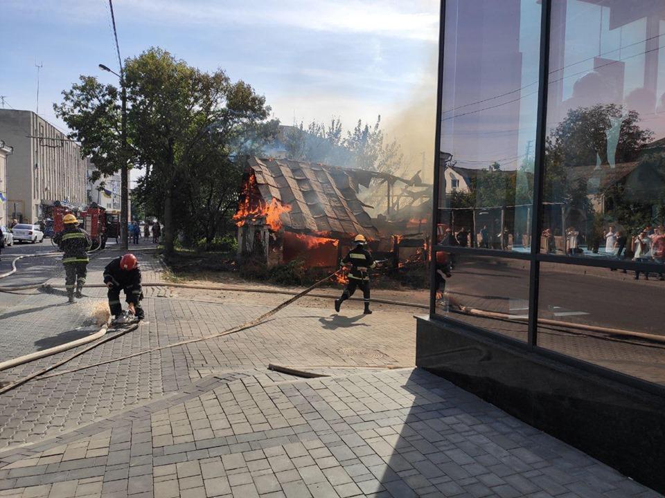 Пожежу біля Луцькради ліквідували