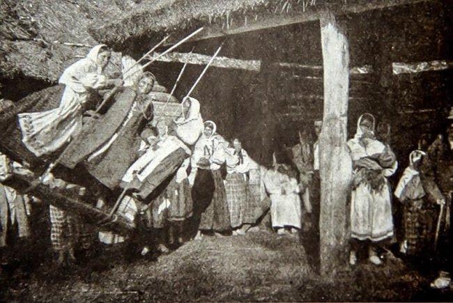 Волинянам показали, як розважались дівчата у великодні вихідні понад 100 років тому