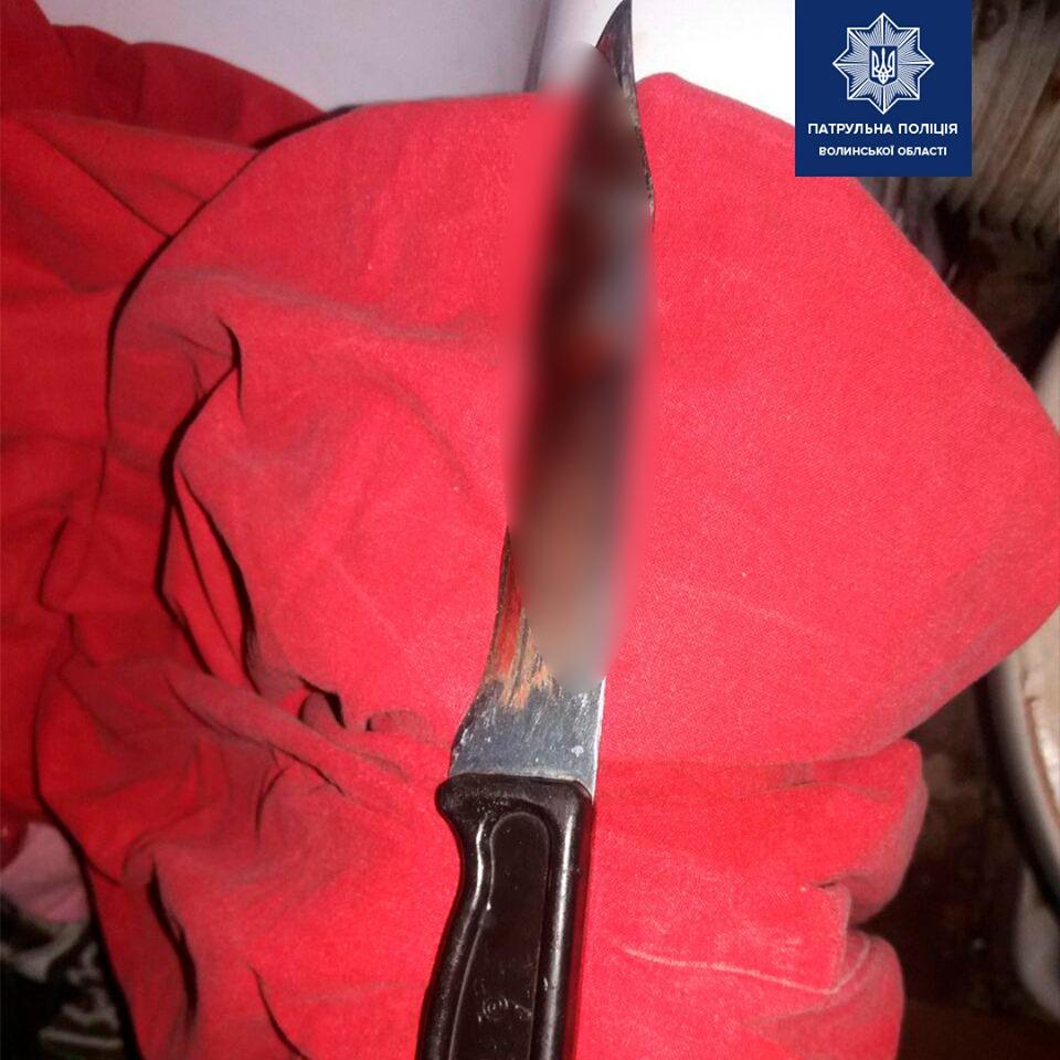 У Луцьку невідомий вдарив чоловіка ножем