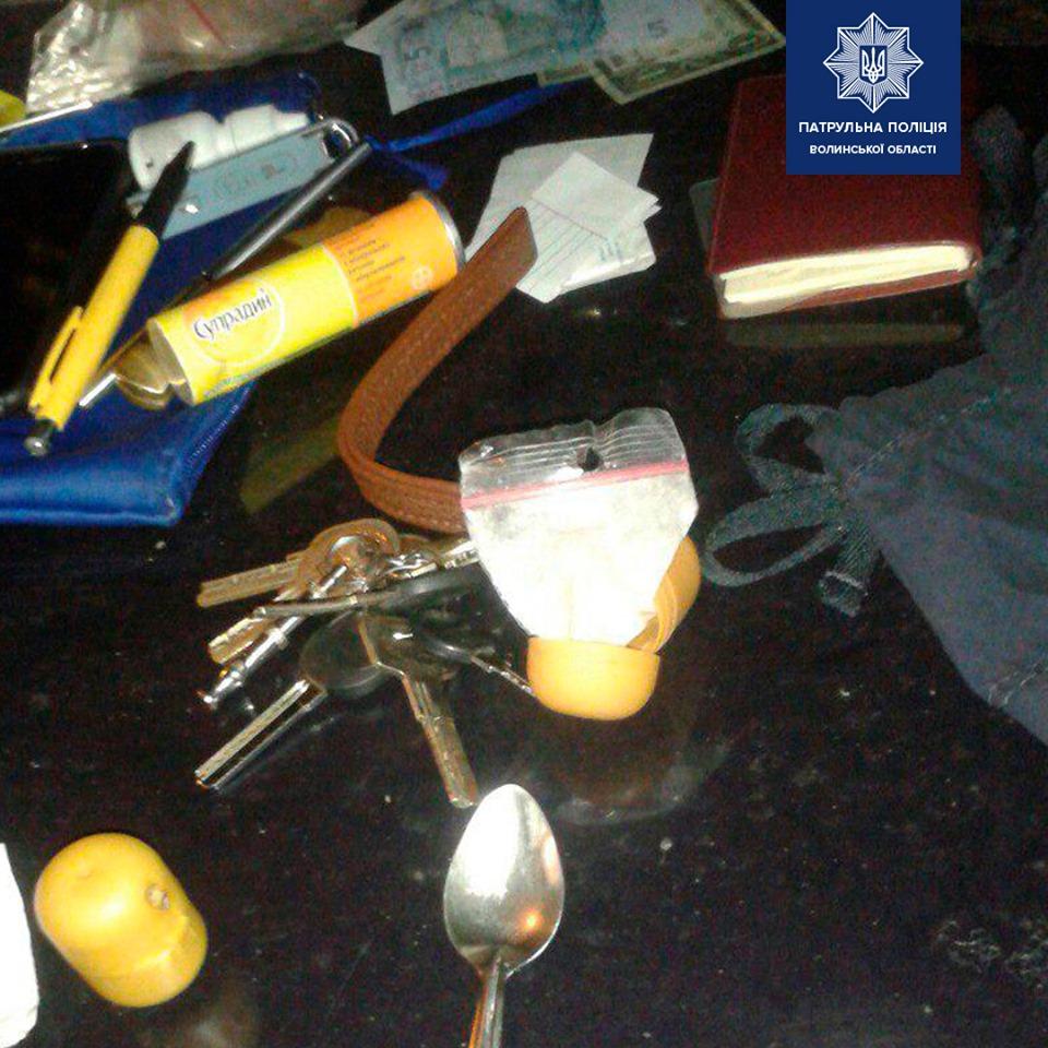 У Луцьку в автомобілі виявили цілий «арсенал» наркотиків. ФОТО