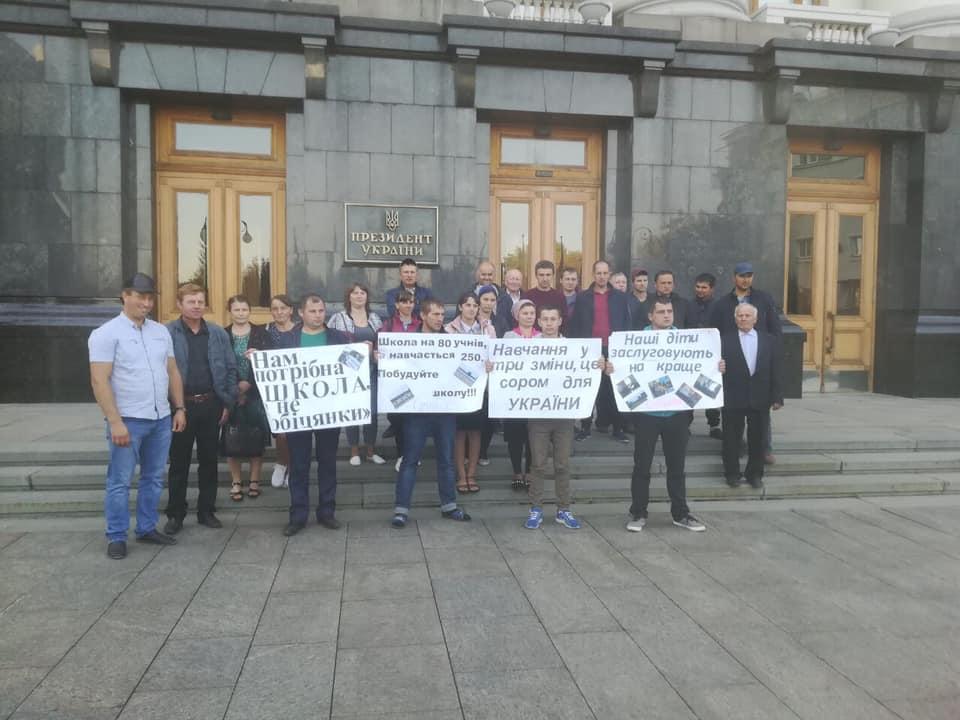 Волиняни у Києві вимагають побудувати в селі школу