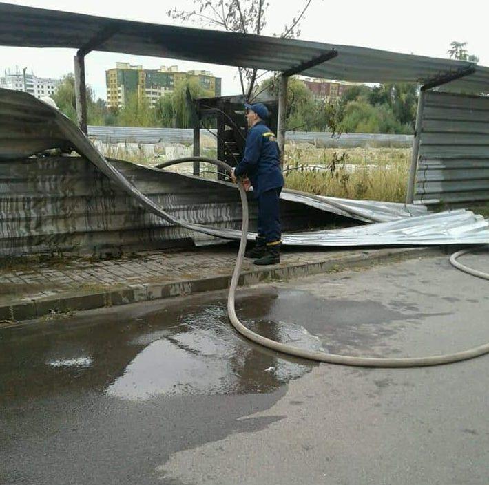 У Луцьку через бездумний підпал трапилася пожежа. ФОТО