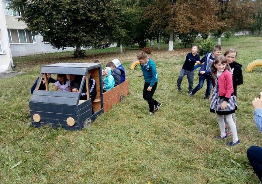 Волонтери просять долучитися до встановлення дитячого майданчика для особливих дітей у Луцьку