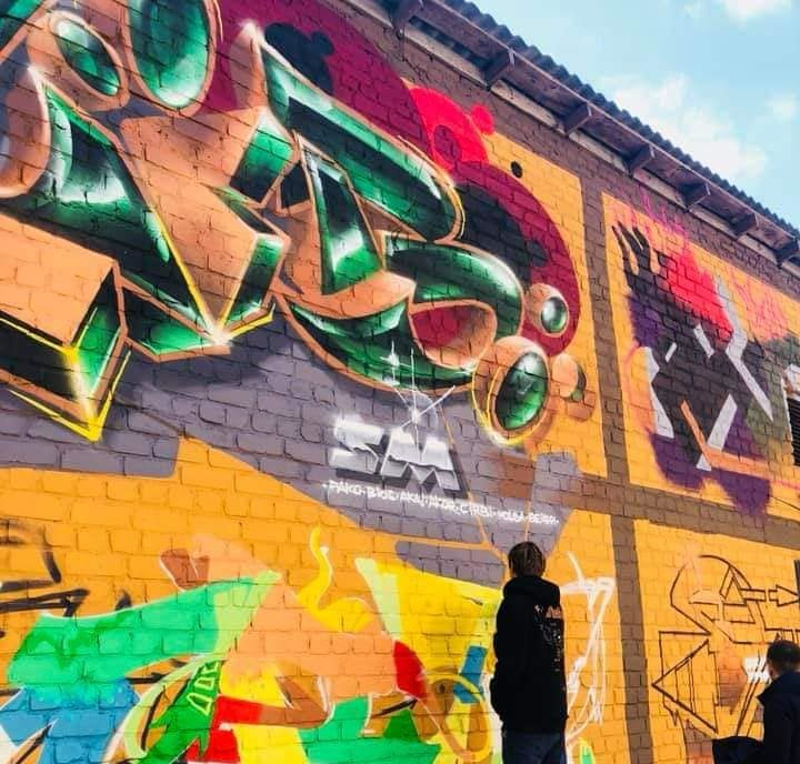 У Луцьку розписують стіни технічного приміщення. ФОТО