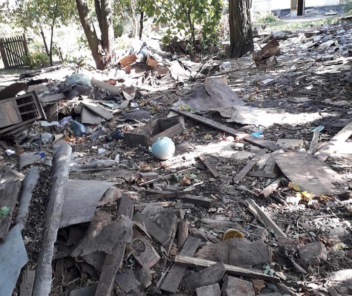 У Луцьку після демонтажу залишилось стихійне сміттєзвалище. ФОТО