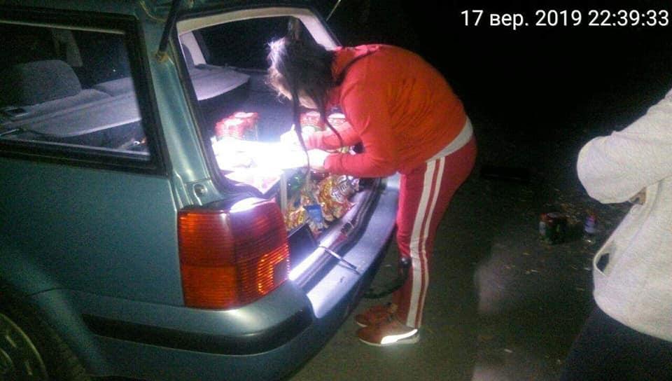 У Луцьку жінки продавали алкоголь з багажника власного автомобіля