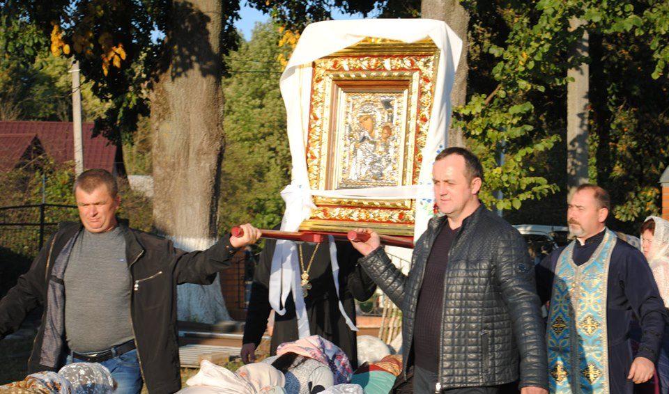 У село під Луцьком привезли чудотворну ікону. ФОТО