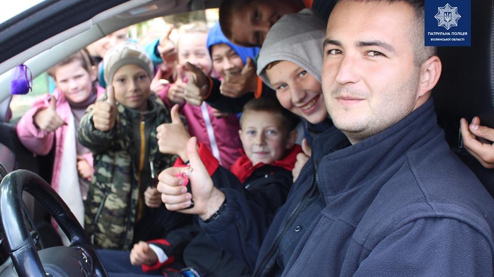 Волинські патрульні розповіли дітям про безпеку на дорозі