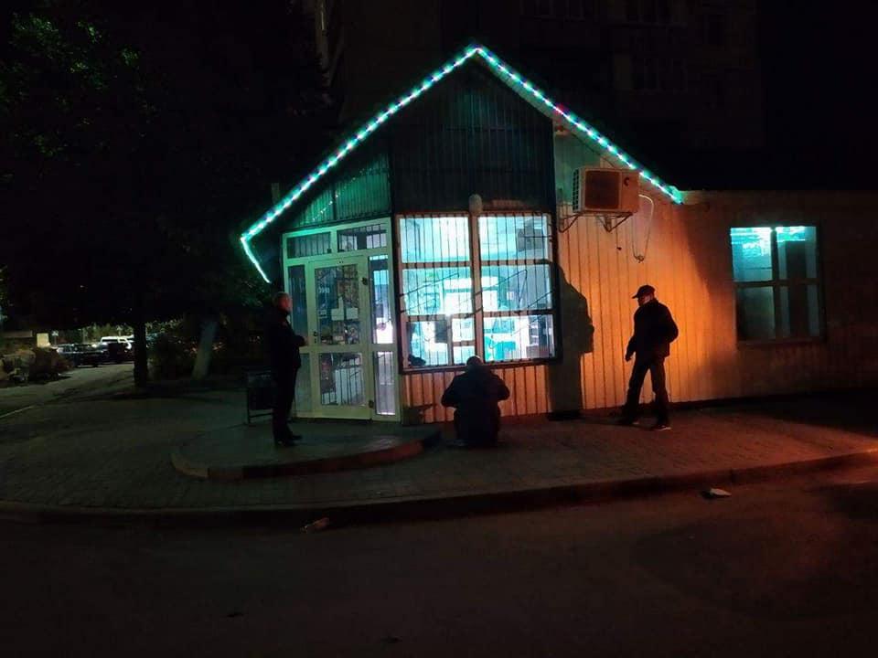 У Луцьку зафіксували ще один випадок продажу алкоголю в нічний час. ФОТО