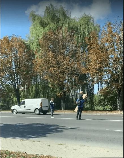 У Луцьку люди не користуються пішохідним переходом. ВІДЕО