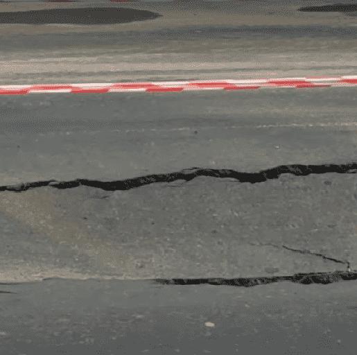 У Луцьку на дорозі утворилося провалля. ВІДЕО
