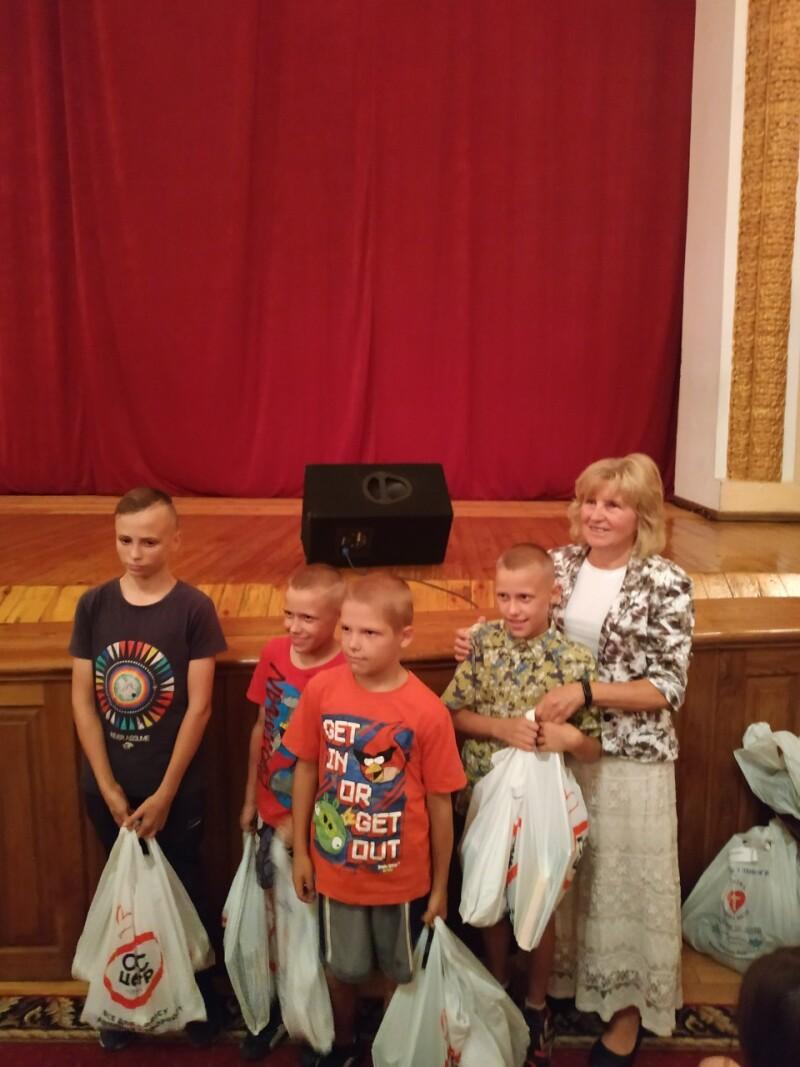 30 дітей у Луцьку отримали безкоштовне шкільне приладдя
