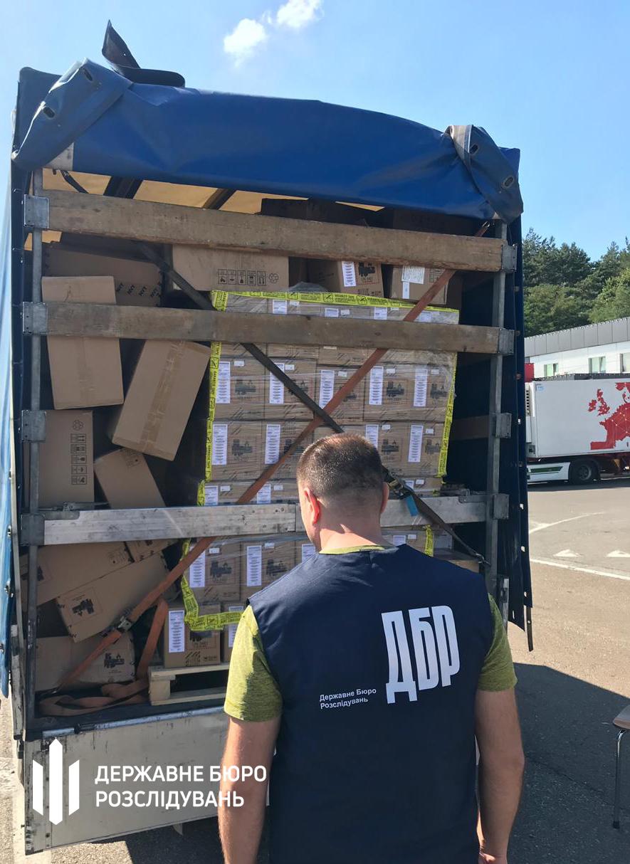Волинських митників підозрюють у незаконному перевезенні товарів на 550 тисяч доларів США