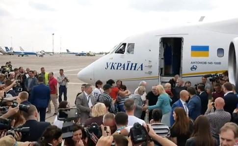 В Україну повернулися бранці Кремля. ВІДЕО