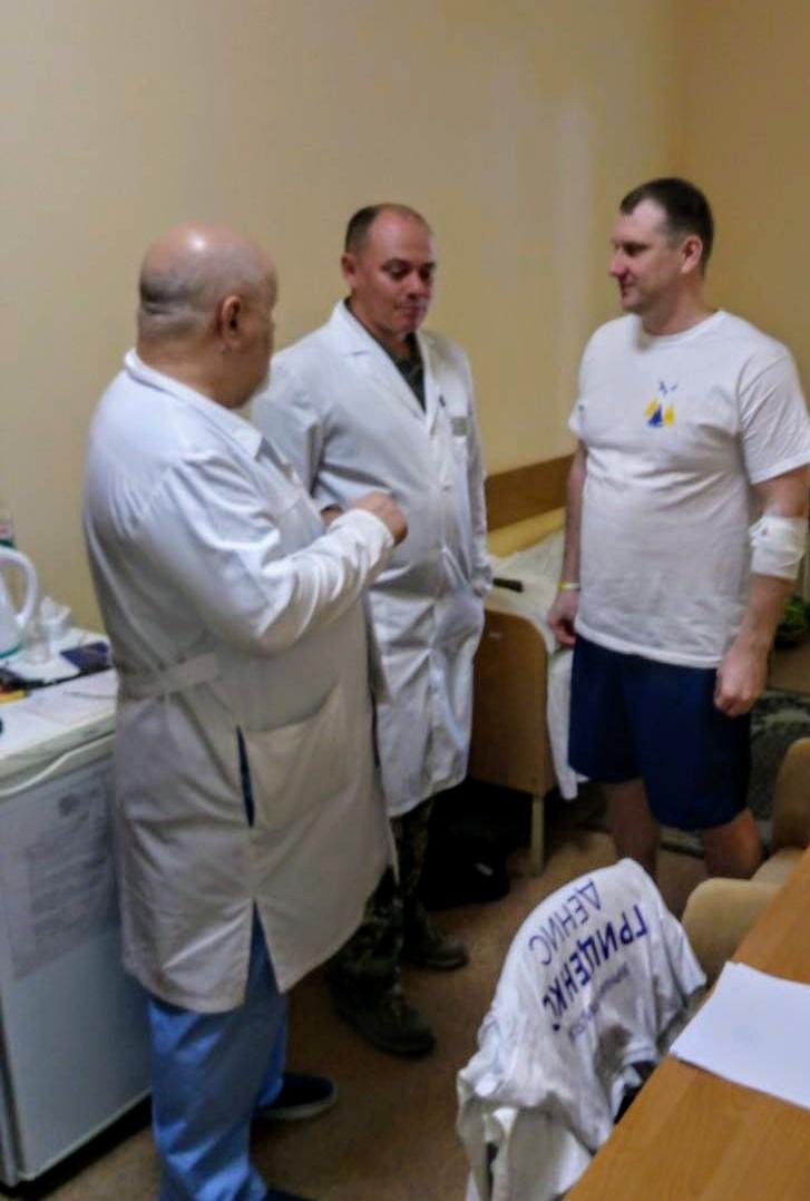 Розповіли про стан здоров'я звільнених з полону моряків