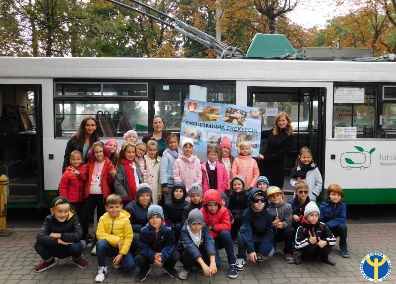 Для волинських школярів провели екскурсію на тролейбусі