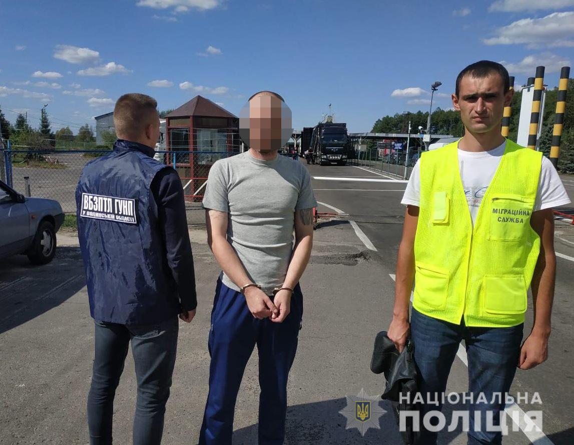 Поліцейські Волині депортували з України іноземного злочинця