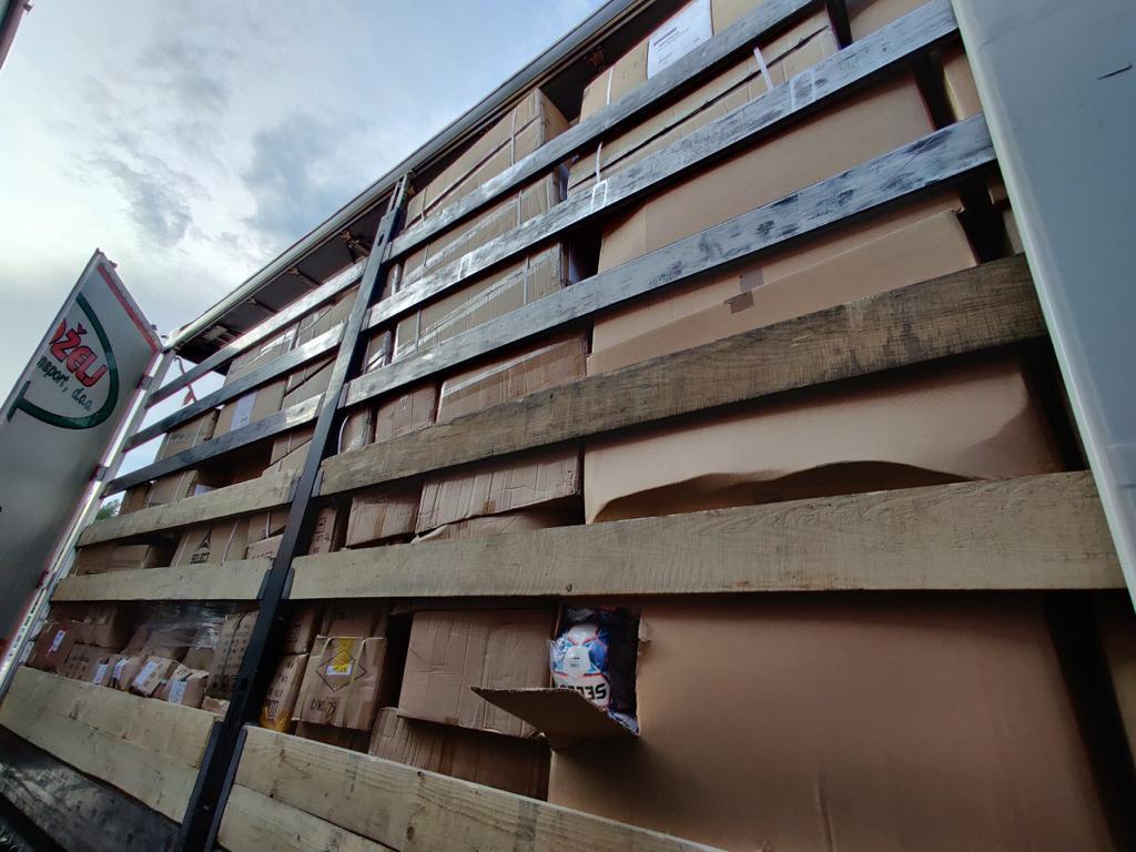 Волинські митники виявили та вилучили у вантажі товару на понад 2,2 млн грн