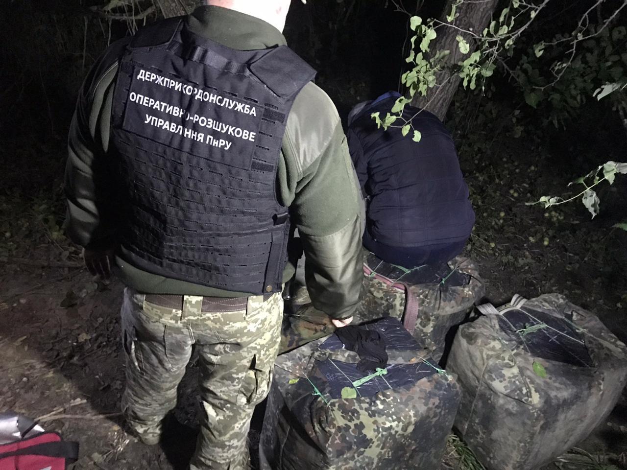 На Волині з пакунками цигарок затримали контрабандистів