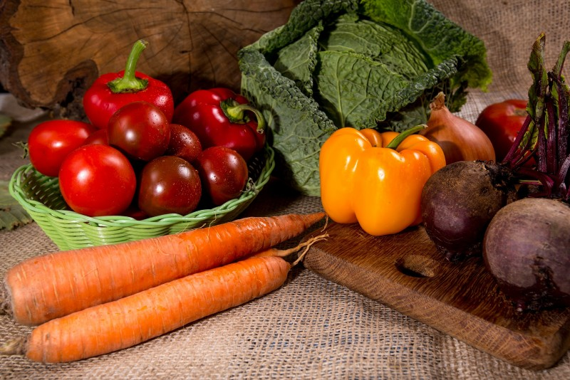 Луцькрада дозволила магазинам не фасувати овочі, фрукти та яйця