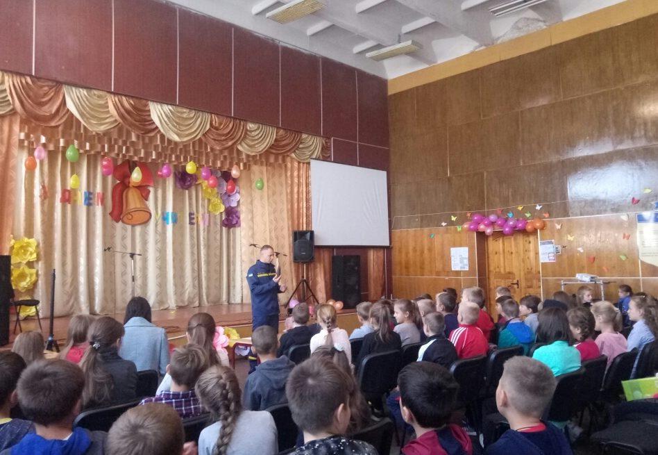 На Волині рятувальники розповідали дітям про застарілі боєприпаси. ФОТО