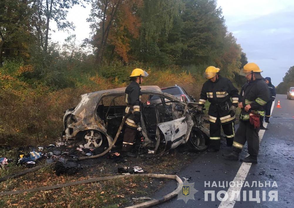На Волині внаслідок ДТП вщент згоріло авто. ФОТО