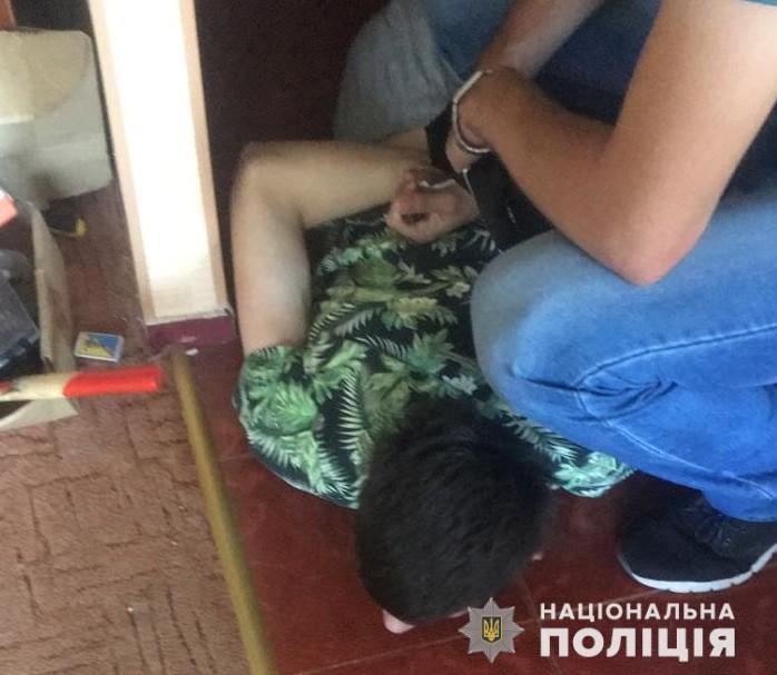 Правоохоронці викрили наркоторговців, які залишали закладки в людних місцях Луцька. ВІДЕО
