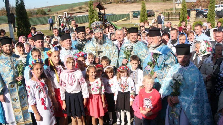У парафію на Волині вперше після переходу до ПЦУ приїхав митрополит Михаїл. ФОТО