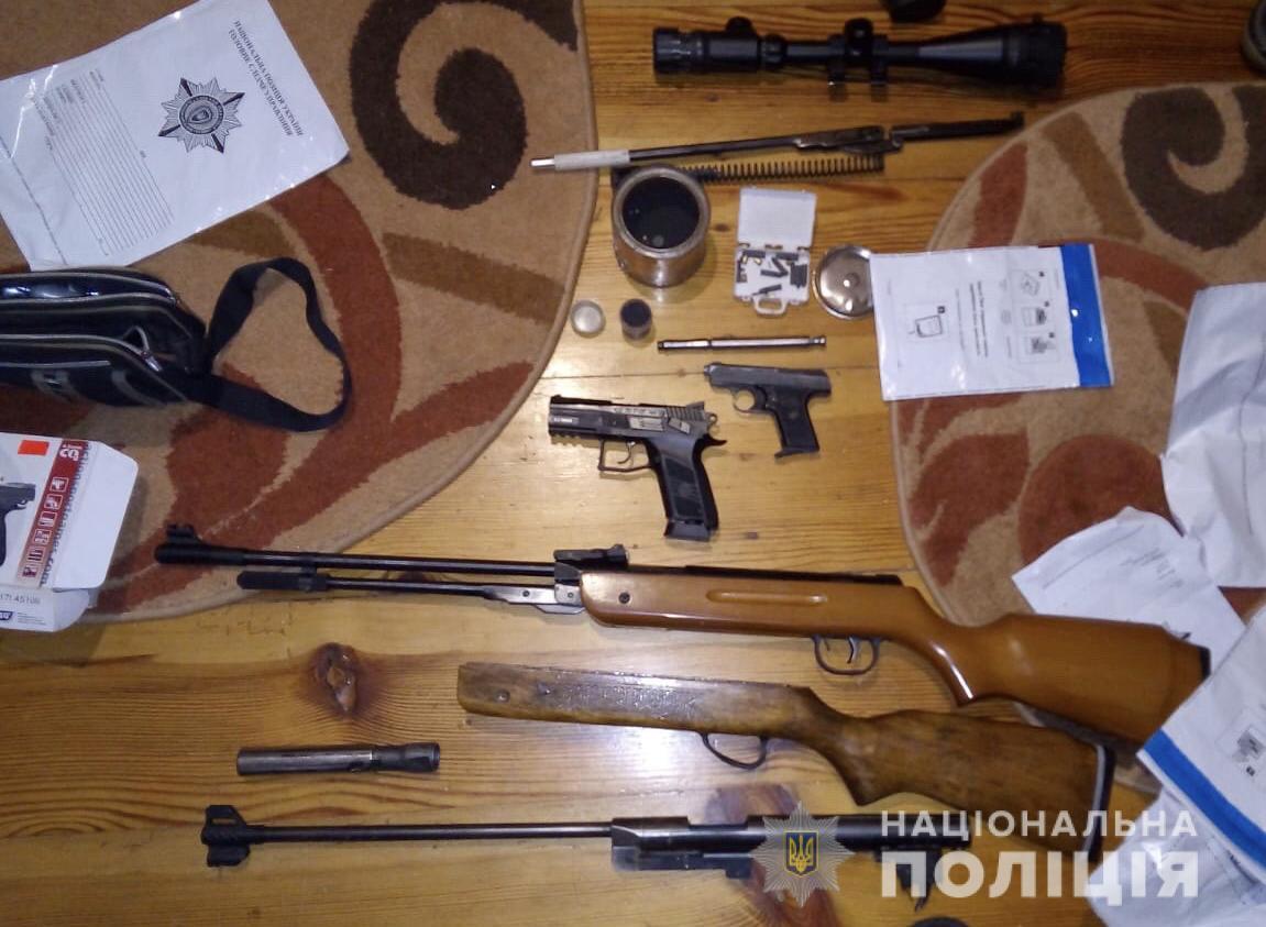 У 59-річного волинянина поліція вилучила арсенал зброї та боєприпасів