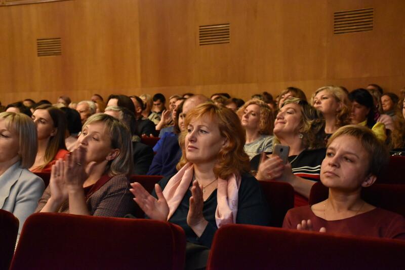 У Луцьку із професійним святом привітали вчителів. ФОТО