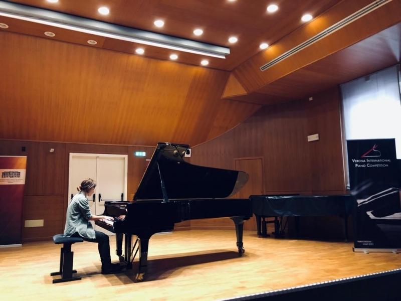 Музикантка зі СНУ взяла участь у міжнародному конкурсі піаністів у Вероні