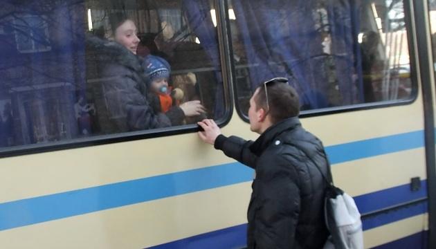 Повернутися на деокупований Донбас готові 40 % переселенців