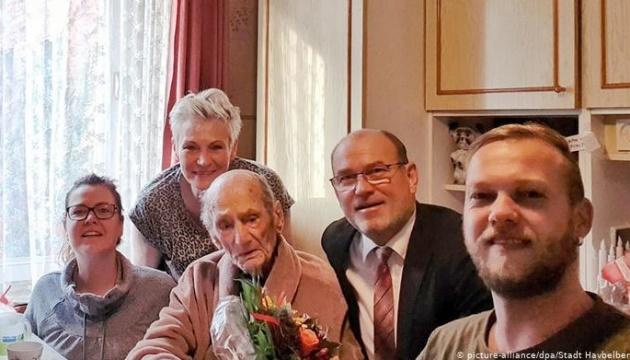 Найстаріший чоловік у світі відсвяткував свій день народження
