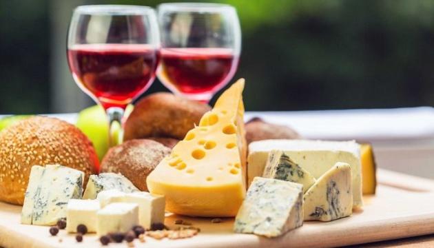 У США почали діяти штрафні мита на літаки, вино та сир з Європи