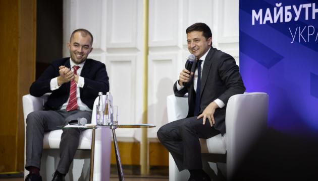 «Нашій країні потрібна талановита й вільна молодь»: Президент закликає молодь повертатися в Україну
