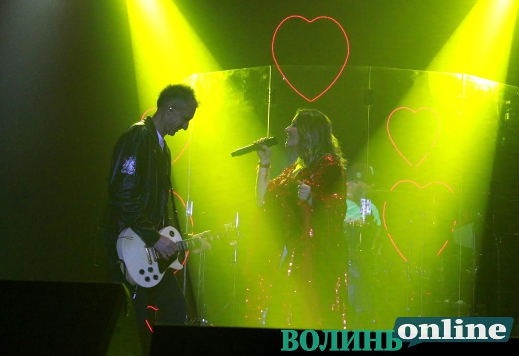 У червоних сукнях та про любов – у Луцьку виступала Наталка Могилевська. ФОТО
