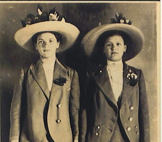 Волинянам показали, як виглядали міські модниці понад 100 років тому