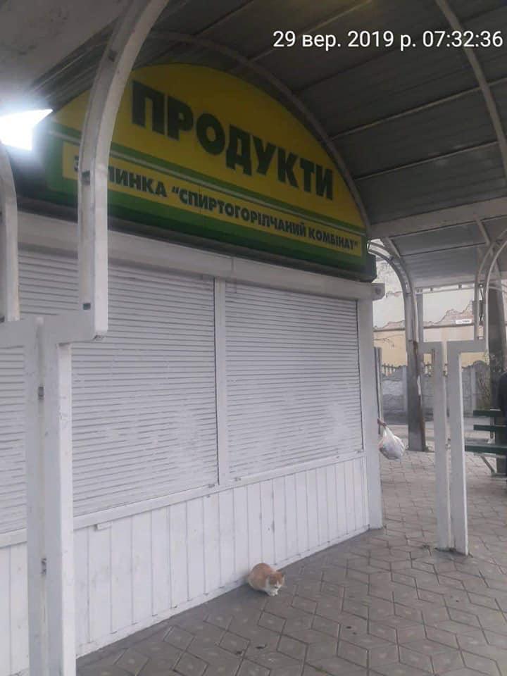 У Луцьку продавець зачинився у магазині від муніципалів