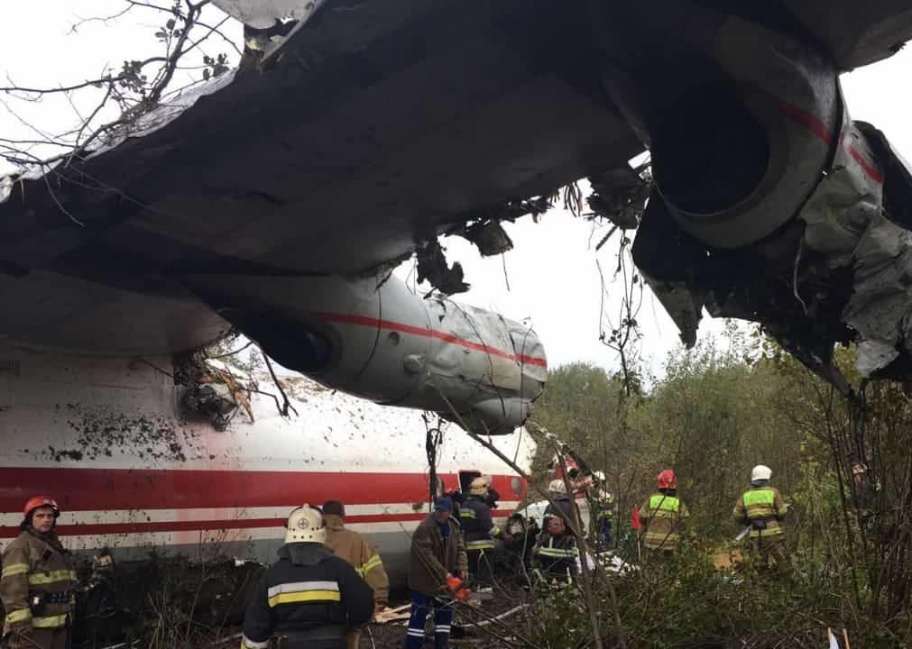 У передмісті Львова через аварійну посадку літака загинуло 5 людей. ФОТО