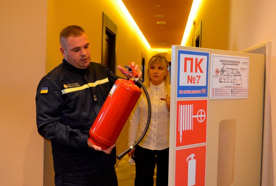 Рятувальники у Луцьку провели перевірку одного з готелів. ФОТО. ВІДЕО